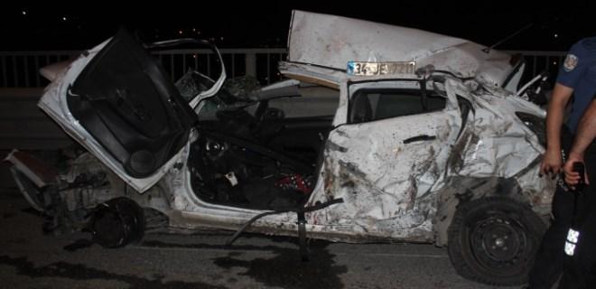 Feci kazada otomobil bu hâle geldi!