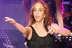 Konseri biten Sertab Erener şarkı söylemeye devam etti