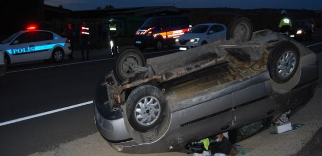 4 kişilik aileyi taşıyan araç takla attı!