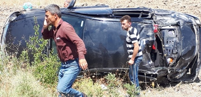 Otomobil takla atıp tarlaya uçtu: 6 yaralı