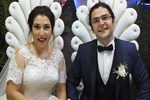 Düğün davetiyelerindeki fotoğrafı gören inanamadı!