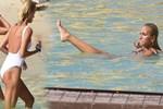 Çağla Şıkel yüzmeye doyamadı
