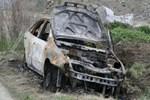 Eski sevgilisinin arabasını kaçırıp yaktı!