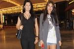 Tuğba Altıntop kızıyla tatil alışverişine çıktı