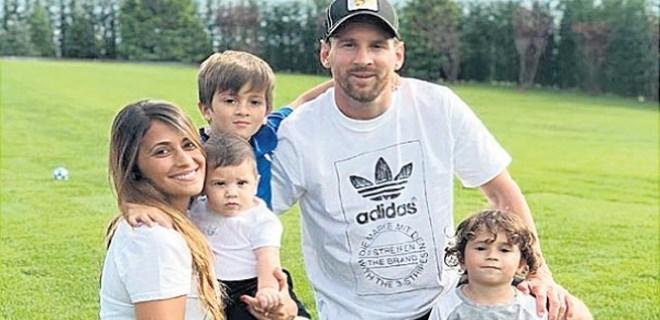 Lionel Messi'den aile pozu