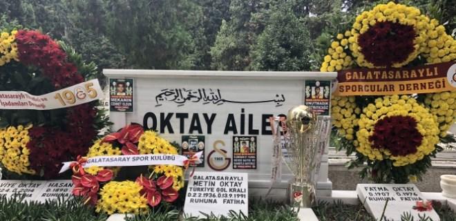 Taçsız Kral Metin Oktay mezarı başında anıldı