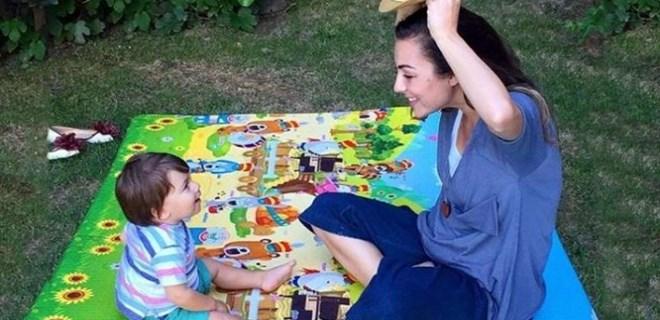 Burcu Kara sevimli oğluyla fotoğraf paylaştı