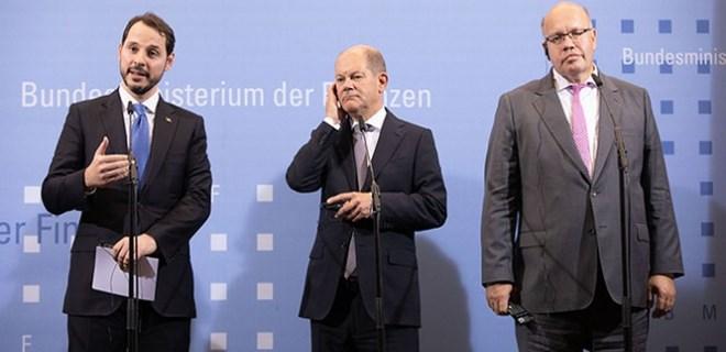 Bakan Albayrak'tan Almanya'da çarpıcı mesajlar