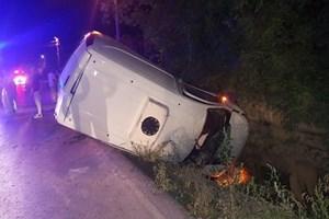 Sakarya'da otomobil ve panelvan çarpıştı