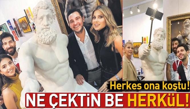 Selfie çeken Herkül heykeline ziyaretçi akını!
