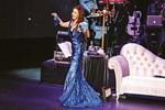 Yıldız Tilbe konserinde elbise krizi yaşadı