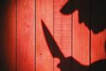 Alkollü şahıslar kendilerini uyaranları bıçakladı!
