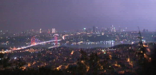 İstanbul'a yağış gece yarısı geldi