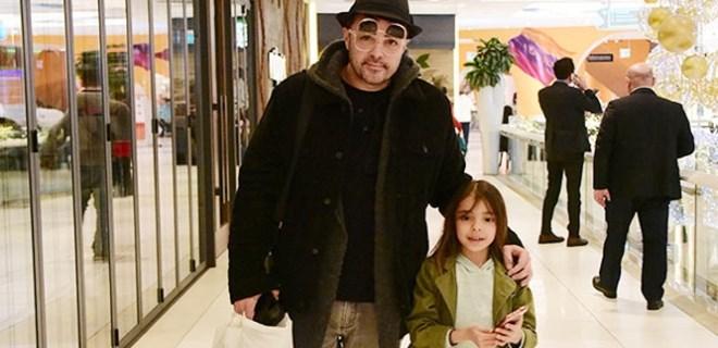 Burak Kut kızıyla alışverişte görüntülendi