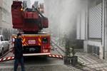 Yangın sırasında evde sanılan aile paniğe neden oldu