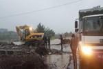 İzmir'de köprünün çökmesi sonucu mahsur kalan işçiler kurtuldu