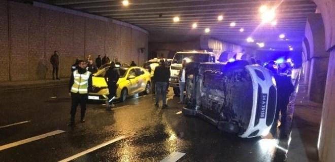 'Dur' ihtarına uymayan sürücüyü kovalayan polis aracı kaza yaptı!