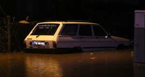 Adana sağanak yağışa teslim oldu