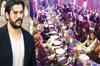 Orta Doğu'da büyük bir hayran kitlesine sahip olan oyuncu Burak Özçivit, Kuveyt'te özel bir yemeğe...