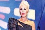 Ajda Pekkan '300 bin liralık' kostümünü görücüye çıkardı