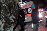 Hasta taşıyan ambulans kara saplandı, ekipler kurtardı