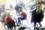 Lüks kafede muştalı dehşet!