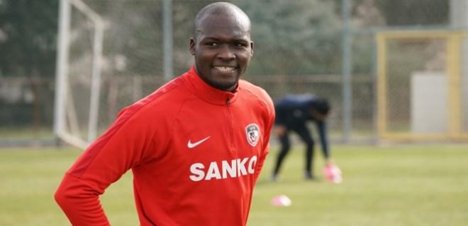 Moussa Sow yeni takımıyla ilk antrenmanına çıktı