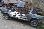 Çalıntı araçları parçalarken yakalandı