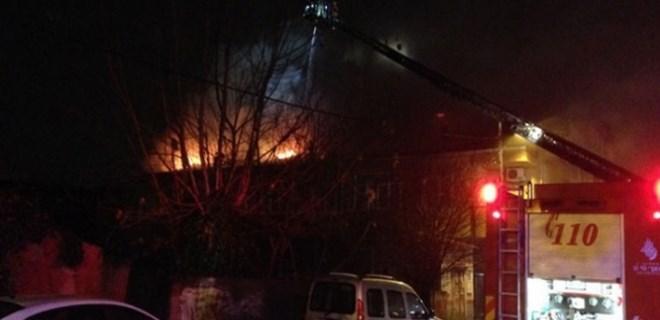 Ümraniye'de sabaha karşı korkutan yangın