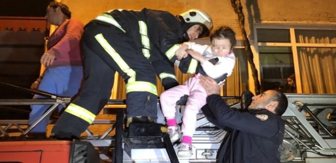Korkutan yangında 15 kişi mahsur kaldı!