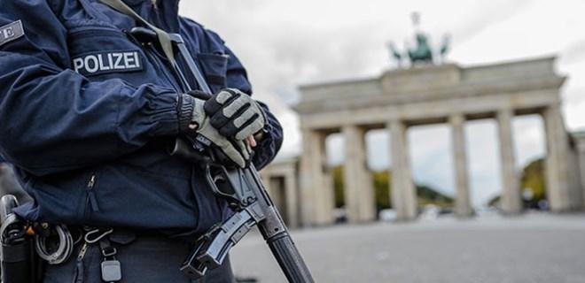 Almanya'da PKK yandaşlarına baskın!