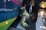 'Bebeğim orada' dedi otobüsün altına girdi!