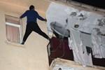 Balkonda intihar girişimi son anda önlendi