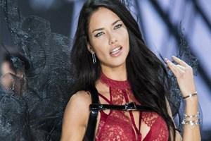 Adriana Lima önce kabul etti, ardından bahane sundu!