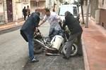 Otomobil motosiklete, motosiklet de yayaya çarptı!