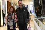 Aslı Orcan ve Yetkin Dikinciler kızları için alışveriş yaptı
