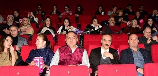 Sinemaya giden Kültür Bakanı Ersoy'a 30 dakika reklam izlettiler!