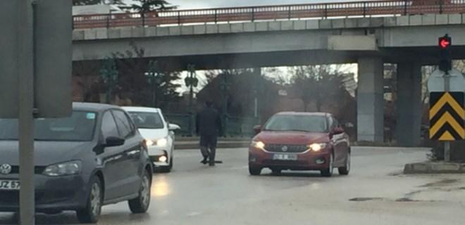 Yola düşen masa trafiği birbirine kattı