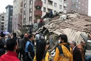 Çöken binada çalışmalar sürüyor