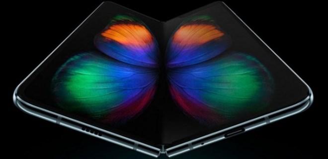 Samsung'tan 'katlanabilir telefon' çılgınlığı