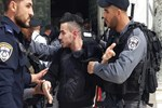 İsrail askerleri Mescid-i Aksa'nın kapılarını kapattı