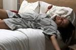 Şarkıcı Göksel'den yatak pozu