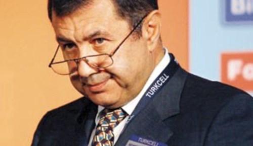 Mehmet Emin Karamehmet'e komşudan dava