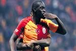 Senegalli futbolcu hayat veriyor