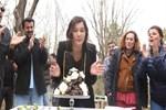 Nurgül Yeşilçay'a dizi setinde doğum günü sürprizi!