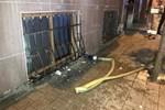 Bahçelievler'de bir apartman dairesi alev alev yandı