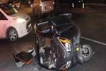 Otomobil ile elektrikli araç çarpıştı