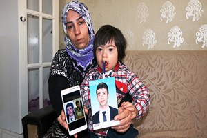 Kayıp oğlundan iki yıldır haber alamıyor