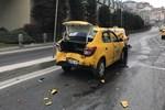 Şişli'de yaşanan zincirleme kazada genç sürücü şoka girdi