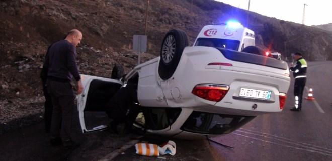 Yolda uyuya kalan sürücü kaza yaptı